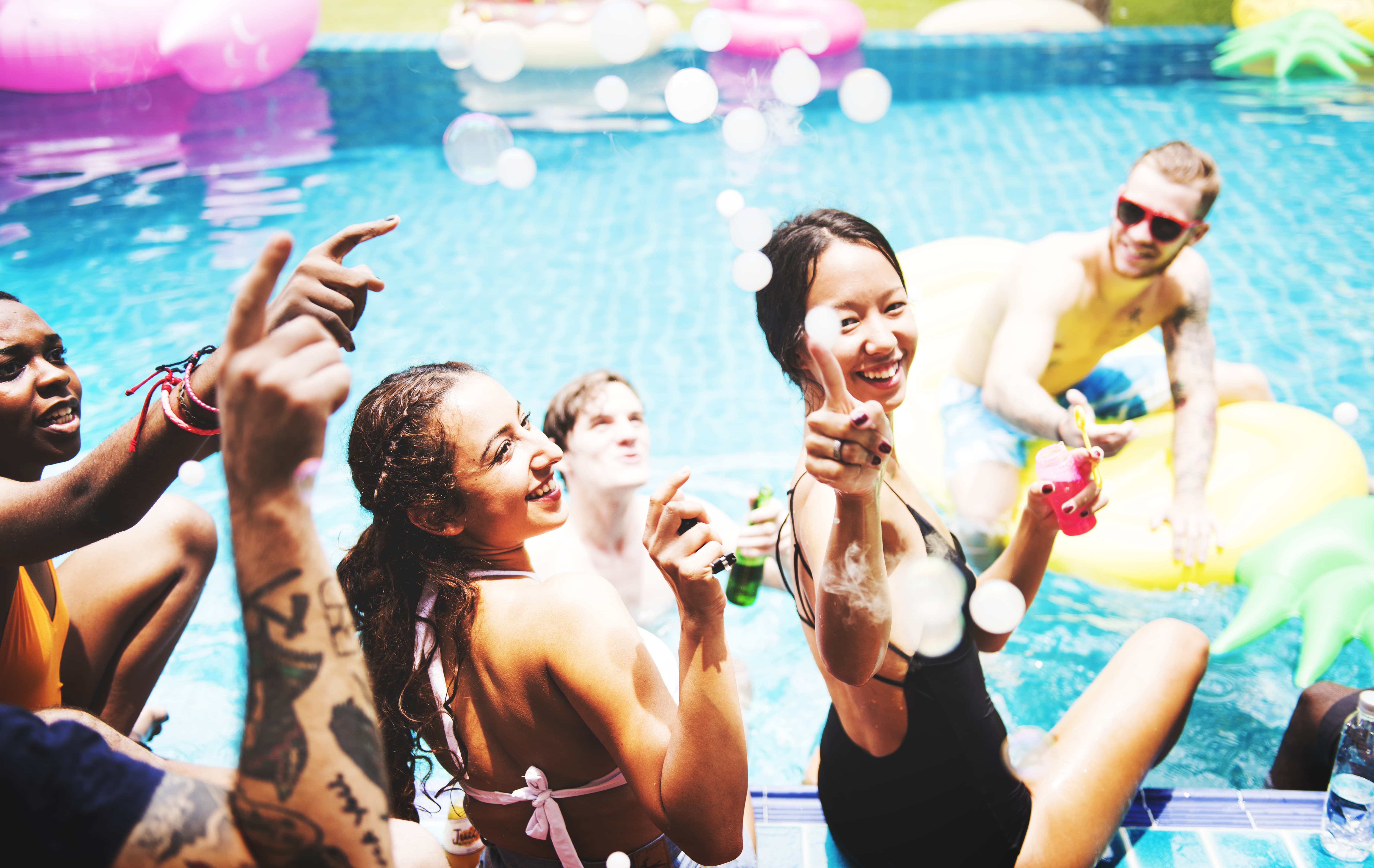 Photo of La piscine d'Eysines organise une pool party avant sa démolition