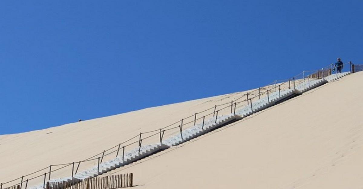 Photo of Dune du pilat : l'escalier est en place