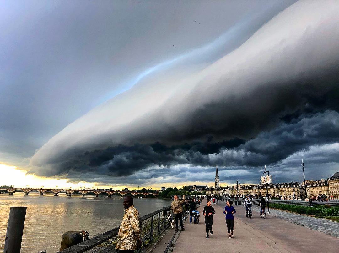 Photo of Les images incroyables de l'orage qui a frappé Bordeaux