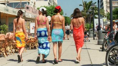 Photo of Arcachon bannit slips de bain et bikinis dans les rues de la ville sous peine d'amende